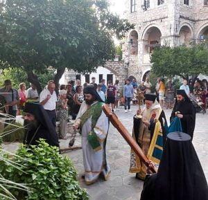 Σε κλίμα θρησκευτικής κατάνυξης και ευλάβειας η πανήγυρις της Ι.Μ. Τιμίου Σταυρού