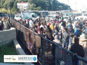 255 πρόσφυγες και μετανάστες (αιτούντες άσυλο) μεταφέρθηκαν από τη Σάμο στην ενδοχώρα