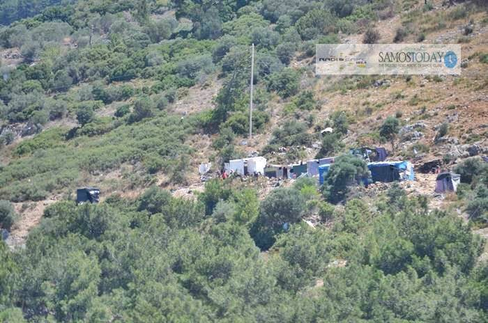 Την απομάκρυνση των σκηνών από τον αγροτικό δρόμο στη βόρεια πλευρά του ΚΥΤ ζήτησε ο Δήμος Ανατολικής Σάμου