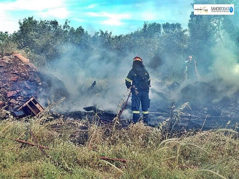 Φωτιά σε αγροτεμάχιο στη Χώρα Σάμου