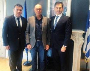 Μάνος Κόνσολας: «Θα στηρίξουμε τη Σάμο για να αμβλυνθούν οι συνέπειες του μεταναστευτικού στον τουρισμό του νησιού». Συνάντηση με Γιώργο Στάντζο