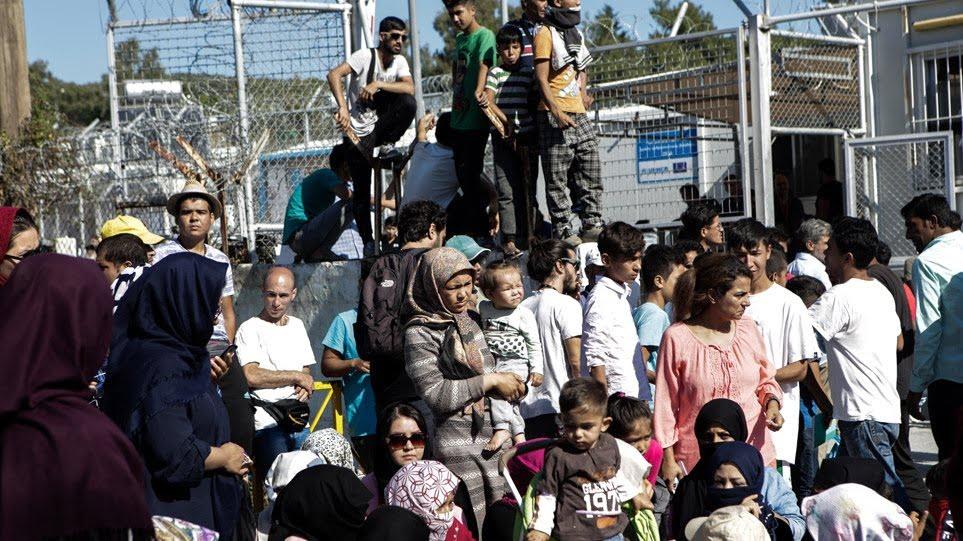 Μεταναστευτικό: Στη Βουλή το νομοσχέδιο για το άσυλο - Υποχρεωτικό το σχολείο για τα προσφυγόπουλα