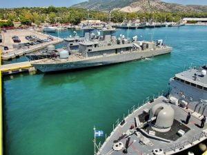 Στον Ναύσταθμο Σαλαμίνας η νέα πυραυλάκατος του Πολεμικού Ναυτικού «ΚΑΡΑΘΑΝΑΣΗΣ» (Φωτογραφίες)