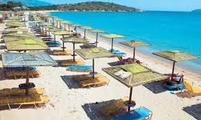 Το Σαββατοκύριακο ανοίγουν οι οργανωμένες παραλίες