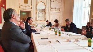 Στήριξη της Ελλάδος στην προστασία των συνόρων, στην καταπολέμηση των λαθρο-διακινητών και στις επιστροφές, συμφωνήθηκε σήμερα στη Δήλωση της Βιέννης, σε Διυπουργική Συνάντηση χωρών ΕΕ και Δυτικών Βαλκανίων