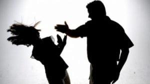 Κορωνοϊός: «Έκρηξη» της ενδοοικογενειακής βίας έφερε η καραντίνα