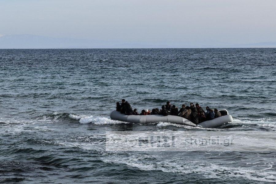 Βάρκα με 36 άτομα στο πλαίσιο της έντασης… των μέτρων περιφρούρησης στη Λέσβο. Κώστας Μουτζούρης: Το οιοδήποτε σχέδιο απομακρύνσεως μεταναστών από το Βόρειο Αιγαίο δεν έχει νόημα, αν υπάρχει κενό φύλαξης συνόρων