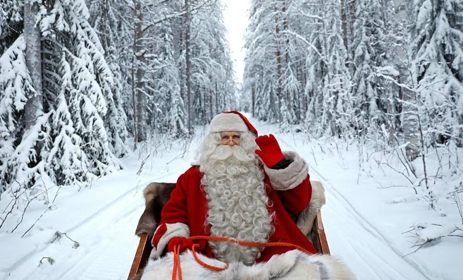 «Ο Άγιος Βασίλης μοιράζει δώρα στα παιδιά όλου του κόσμου» στην πλατεία Πυθαγόρα