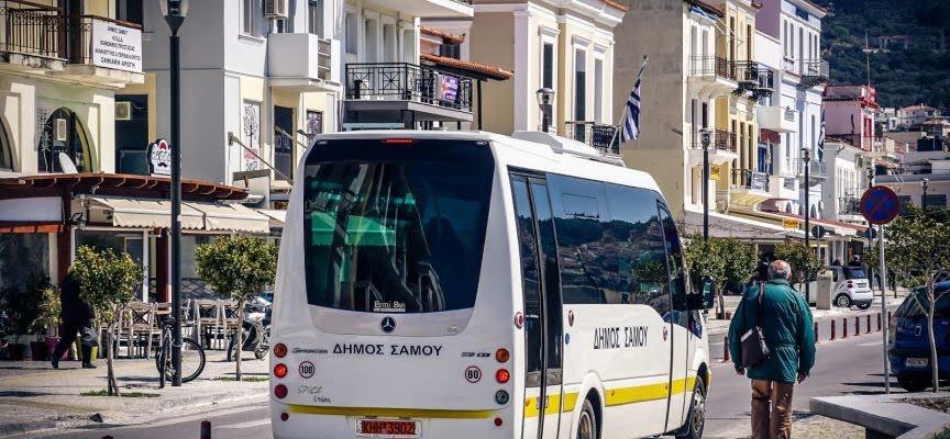 Στην κυκλοφορία και πάλι το λεωφορείο του Δήμου Ανατολικής Σάμου με μέγιστο αριθμό επιβατών… τους 11…