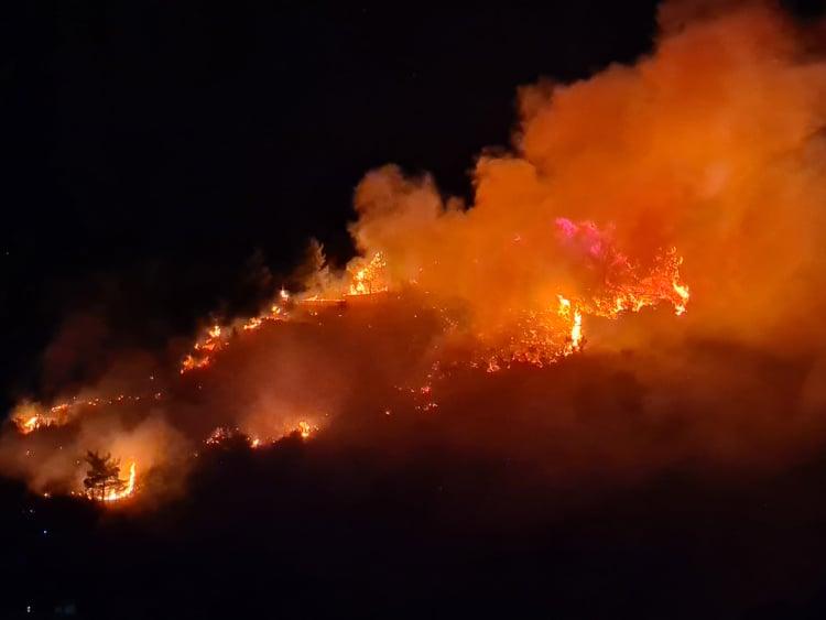 Υπό μερικό έλεγχο η πυρκαγιά βόρεια του ΚΥΤ Σάμου