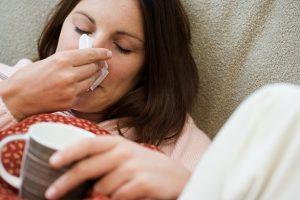Έχω συνάχι και μπουκωμένη μύτη, έχω κορονoϊό, απλό κρυολόγημα ή γρίπη;