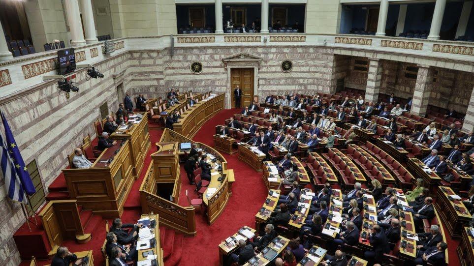 Βουλή: Ψηφίστηκε με ευρεία πλειοψηφία το νομοσχέδιο για το άσυλο
