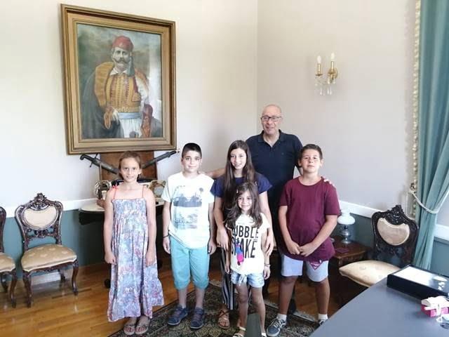 Μικροί δημοσιογράφοι πήραν συνέντευξη από τον Δήμαρχο Γιώργο Στάντζο
