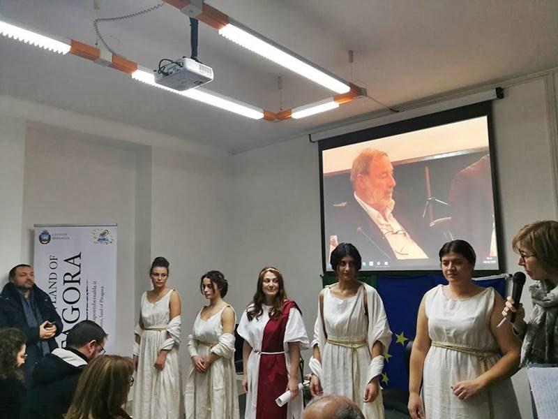 Ο Δήμος Μπερνάλτα – Μεταπόντιου αφιέρωσε την «Παγκόσμια Ημέρα Ελληνικής Γλώσσας και Πολιτισμού» στον Δημήτρη Μαυρατζώτη