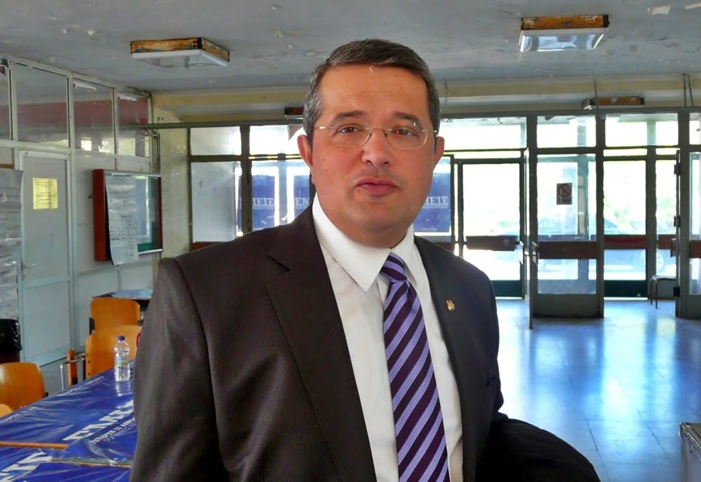 Ο Σαμιώτης καθηγητής λαογραφίας του Πανεπιστημίου Θράκης Μανόλης Γερ. Βαρβούνης, επίτιμος διδάκτορας του Πανεπιστημίου Αιγαίου