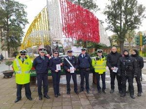 Ενημερωτικά φυλλάδια οδικής ασφάλειας διανεμήθηκαν από αστυνομικούς Υπηρεσιών της Γενικής Περιφερειακής Αστυνομικής Διεύθυνσης, σε οδηγούς και πεζούς, ενόψει των εορτών των Χριστουγέννων και του Νέου Έτους