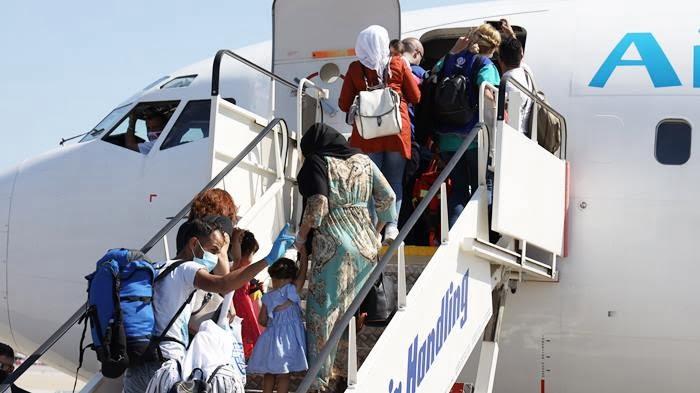 Ξεκίνησαν οι εθελοντικές επιστροφές μεταναστών με την πολυπληθέστερη πτήση των 134 ατόμων που έχει πραγματοποιηθεί σε Ελλάδα και Ευρώπη