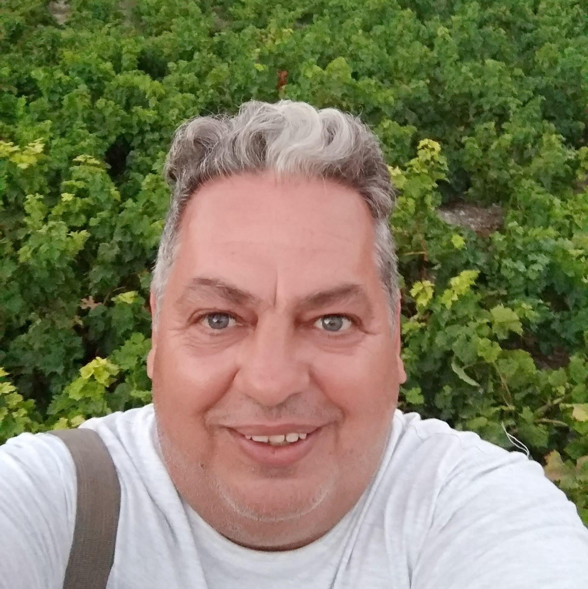 «Έφυγε» αιφνίδια από τη ζωή σε ηλικία 50 ετών ο Σαμιώτης Αθανάσιος Χατζημιχάλης παρασκευαστής στο Μικροβιολογικό Τμήμα του Νοσοκομείου Καλύμνου