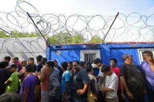 Στην Ελλάδα θα παραμένουν οι αιτούντες άσυλο