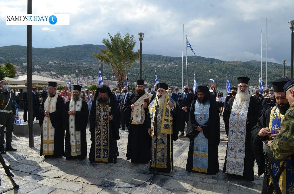 Γιορτάστηκε στη Σάμο η επέτειος του «ΟΧΙ». Σημαία 105 τ.μ. στην επιφάνεια της θάλασσας