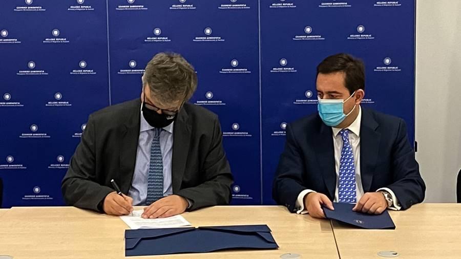 Και επίσημα με υπογραφές, η κατασκευή κλειστών ελεγχόμενων δομών σε Σάμο, Κω και Λέρο