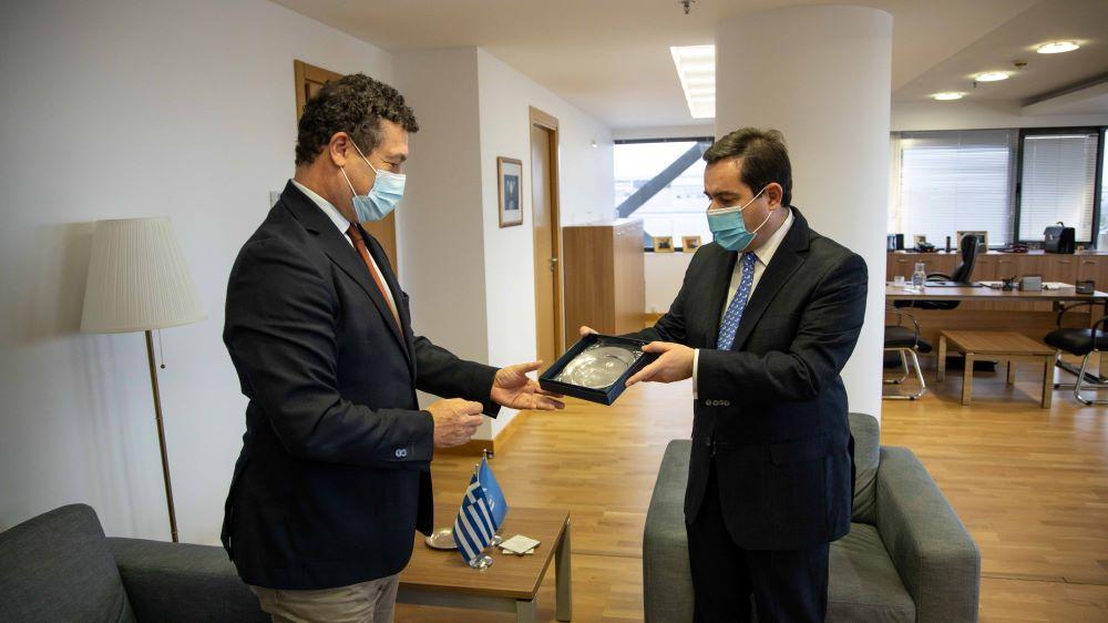 Συνάντηση Υπουργού Μετανάστευσης και Ασύλου κ. Νότη Μηταράκη με τον επικεφαλής της Ύ.Α. του ΟΗΕ για τους Πρόσφυγες στην Ελλάδα