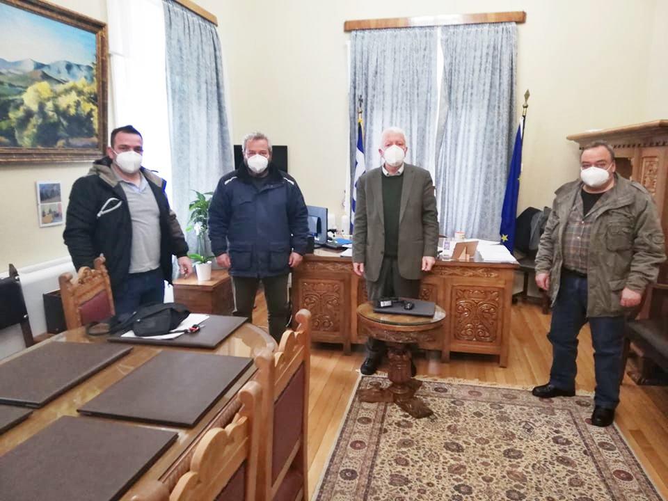 Συνάντηση Κώστα Μουτζούρη με την Επιτροπή Αγώνα κατά της εγκαταστάσεως δομής διαμονής μεταναστών στη Λέσβο