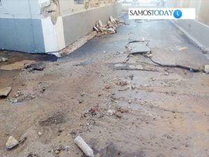 «Έσπασε» το οδόστρωμα στην οδό Εμμανουήλ Σοφούλη στην πόλη της Σάμου, λόγω της βροχόπτωσης