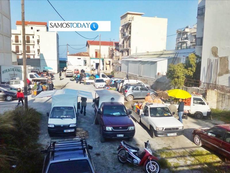 Σε νέα θέση η λαϊκή αγορά στην πόλη της Σάμου. «Οι απειλές δεν μας φοβίζουν και εμείς συνεχίζουμε εδώ»